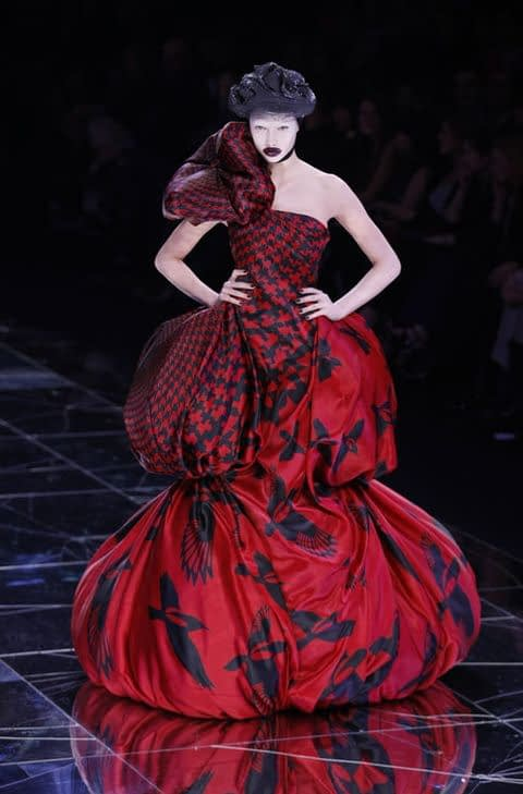 alexander mcqueen hmu example runway fashion week